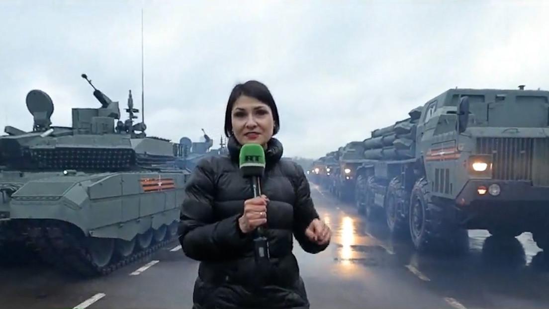 Equipo de RT acompaña a los militares en su camino a la Plaza Roja para participar en el desfile militar en honor al 76.º Día de la Victoria