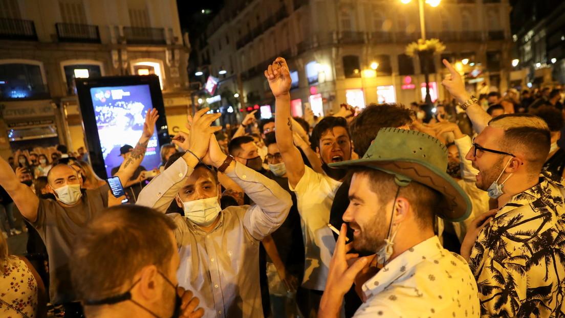 VIDEOS: Miles de personas celebran el fin de estado de alarma en España con fiestas y botellones
