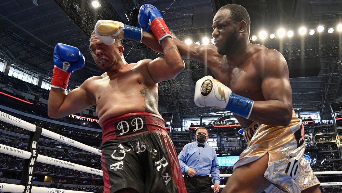 VIDEO: Un boxeador exagera una lesión en plena pelea y sale abucheado del 'ring'