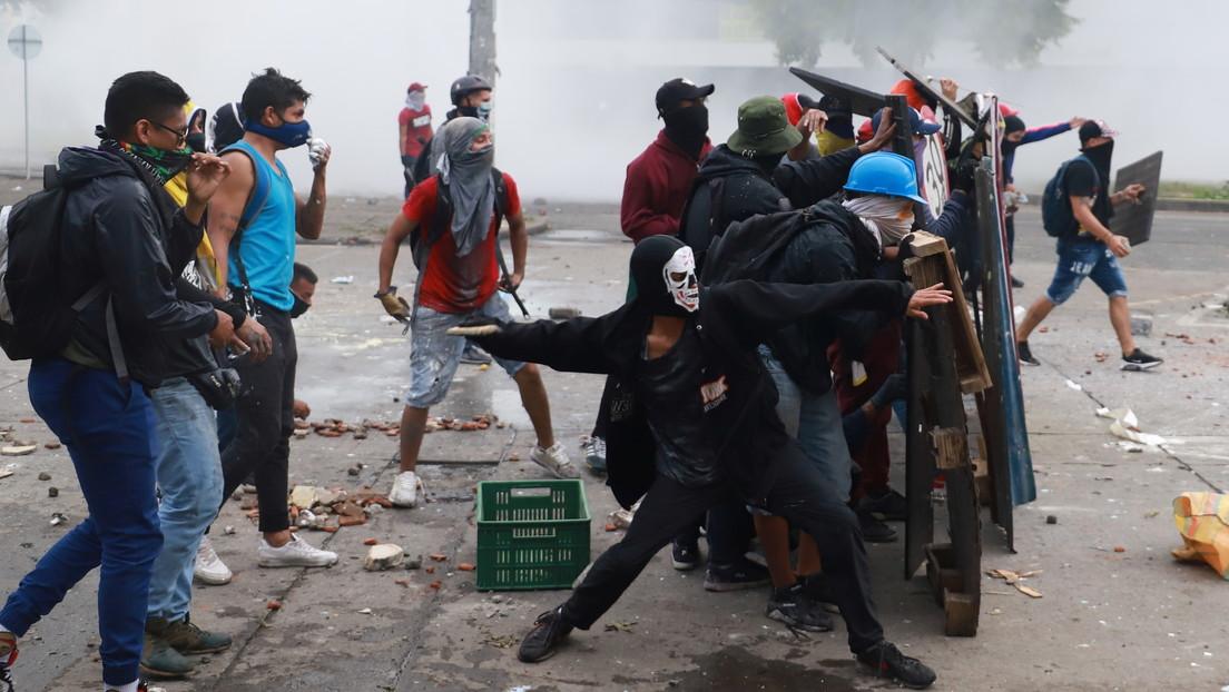 VIDEOS: Se producen fuertes enfrentamientos entre comunidad, indígenas y agentes del Esmad durante las protestas en el sur de Cali