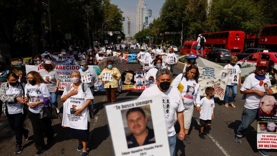 """""""¡Hasta encontrarles!"""": Miles de mexicanas conmemoran el Día de la Madre buscando a sus hijos en un país con más de 87.000 desaparecidos"""