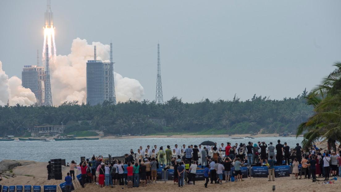"""""""Una pieza del cohete de SpaceX cayó en una granja"""": China acusa a EE.UU. de doble rasero tras las críticas por la caída de los restos de su cohete"""