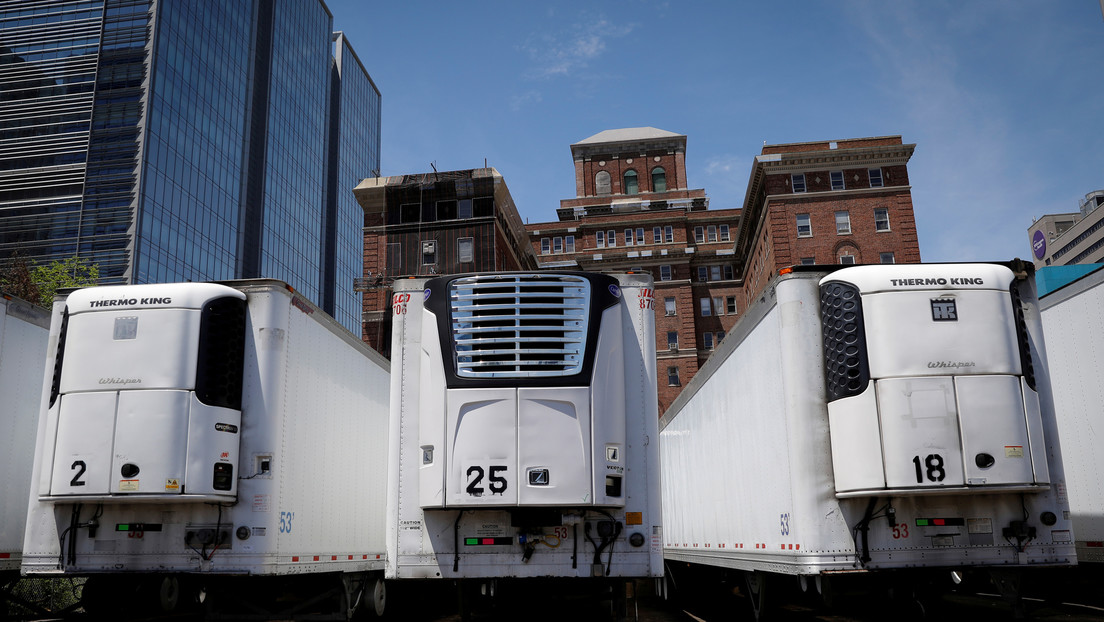 Cientos de cadáveres de víctimas del covid-19 siguen almacenados en camiones refrigerados en Nueva York