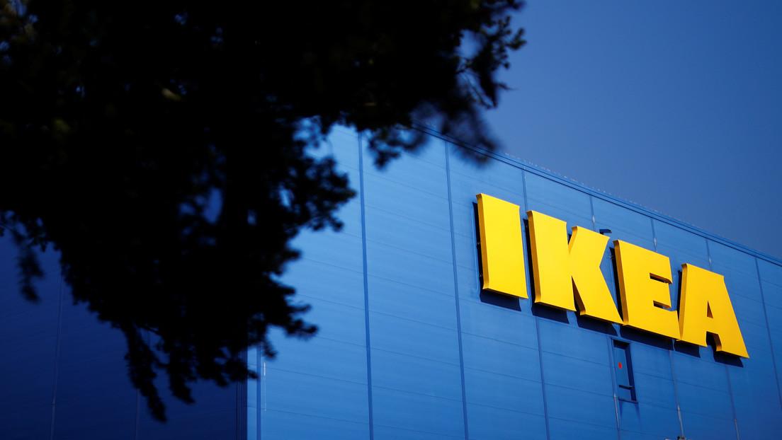 Una tienda IKEA se disculpa por pedir a sus clientes sin mascarilla que porten una etiqueta amarilla en su ropa