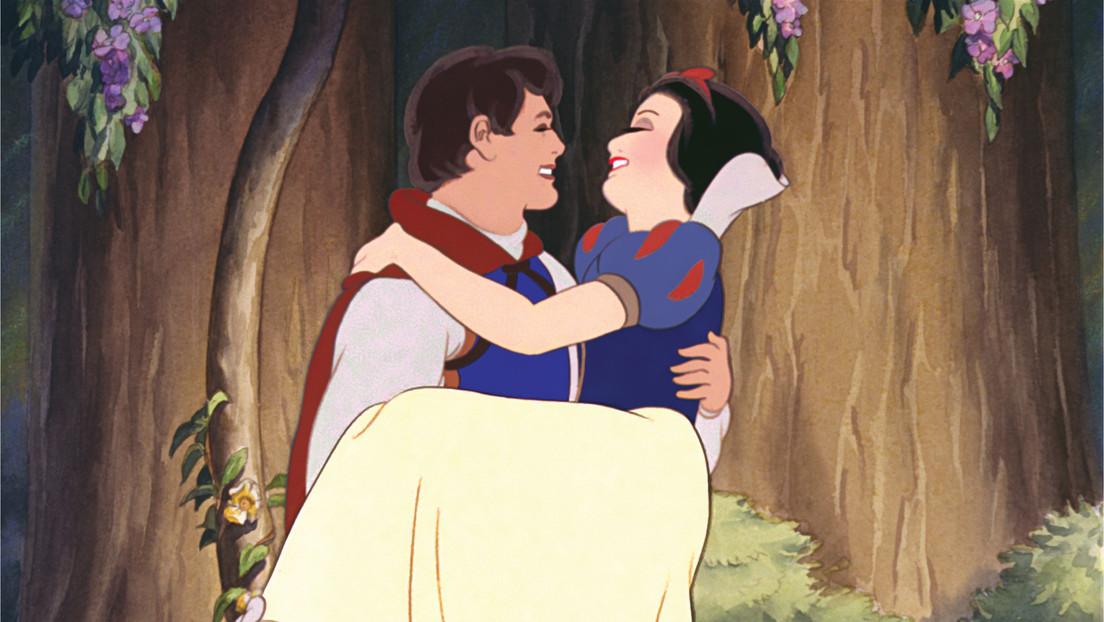 Cuestionan el final de Blancanieves porque el príncipe la besa 'sin su consentimiento'
