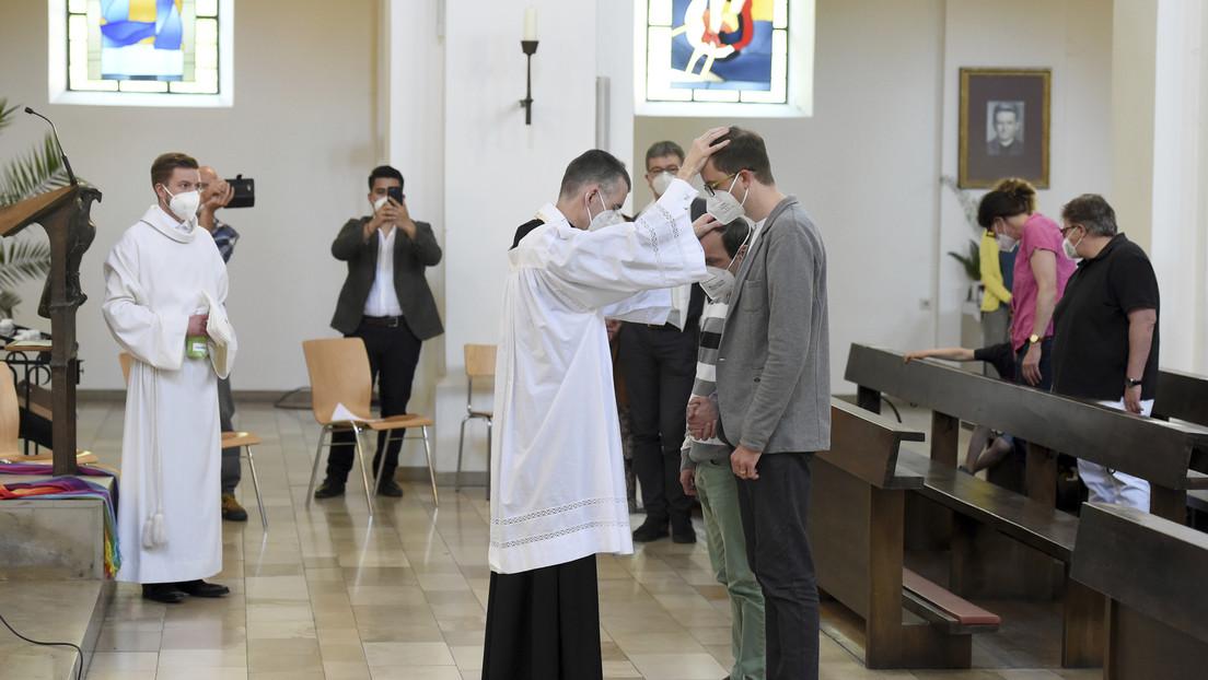Sacerdotes alemanes desafían al Vaticano con bendiciones de parejas del mismo sexo