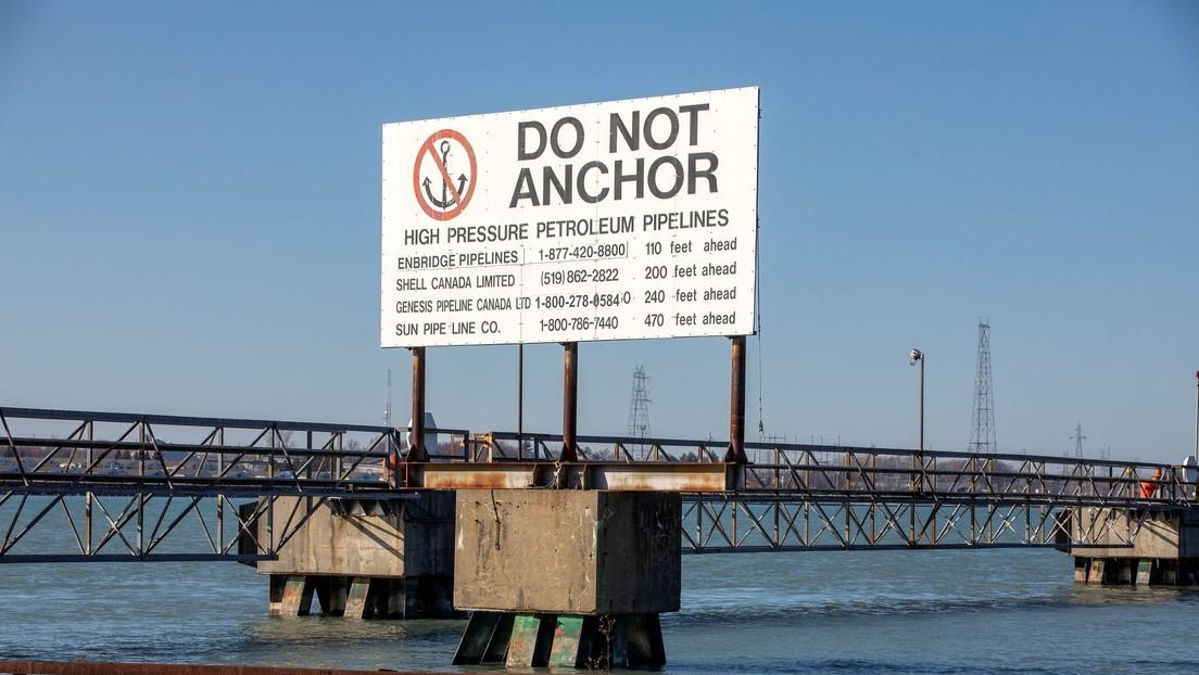 Un estado de EE.UU. quiere cerrar un oleoducto que lleva petróleo a Canadá