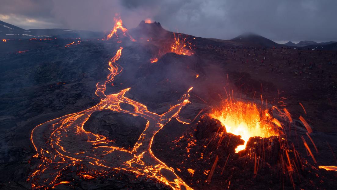 Ponen a la venta un volcán en erupción en Islandia