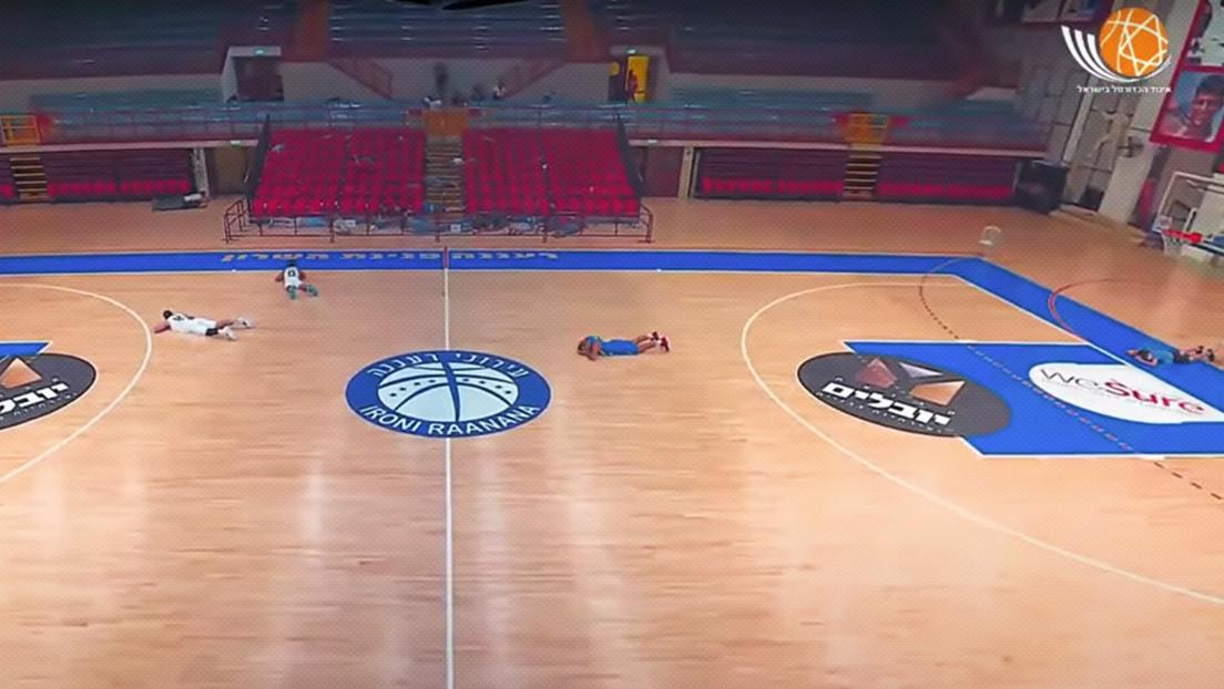 VIDEO: Jugadores de básquet israelíes se tiran al suelo durante una alarma antimisiles en pleno partido