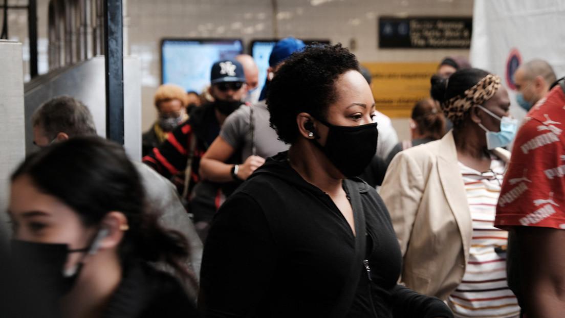 Las personas totalmente vacunadas en EE.UU. no requerirán llevar mascarillas en el exterior o en el interior de la mayoría de lugares