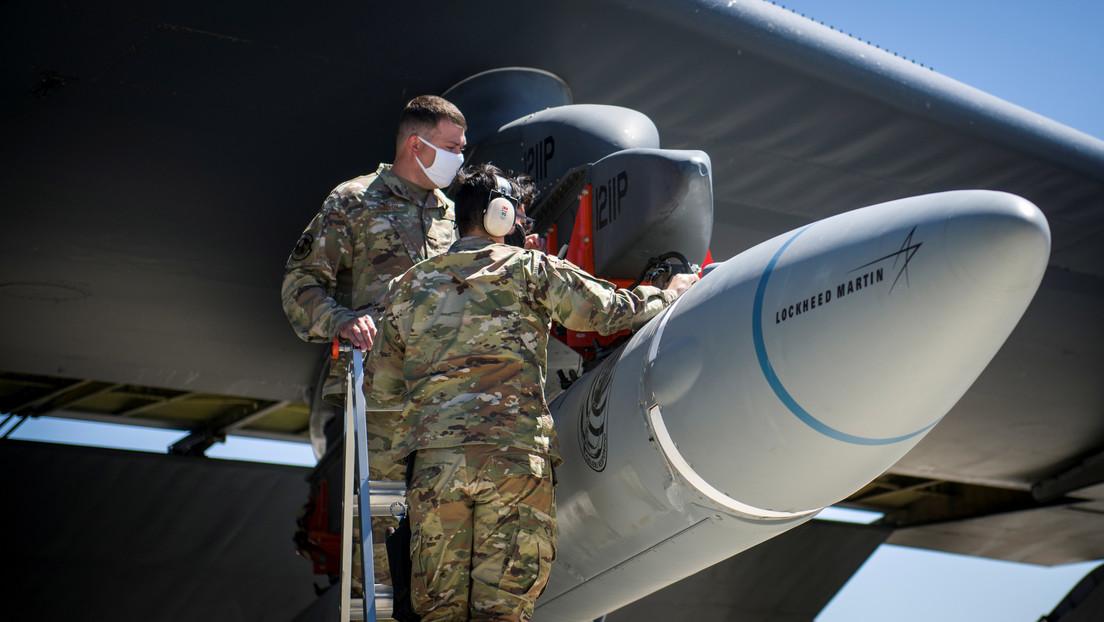 Un bombardero B-52 de EE.UU. simula un ataque con un arma hipersónica