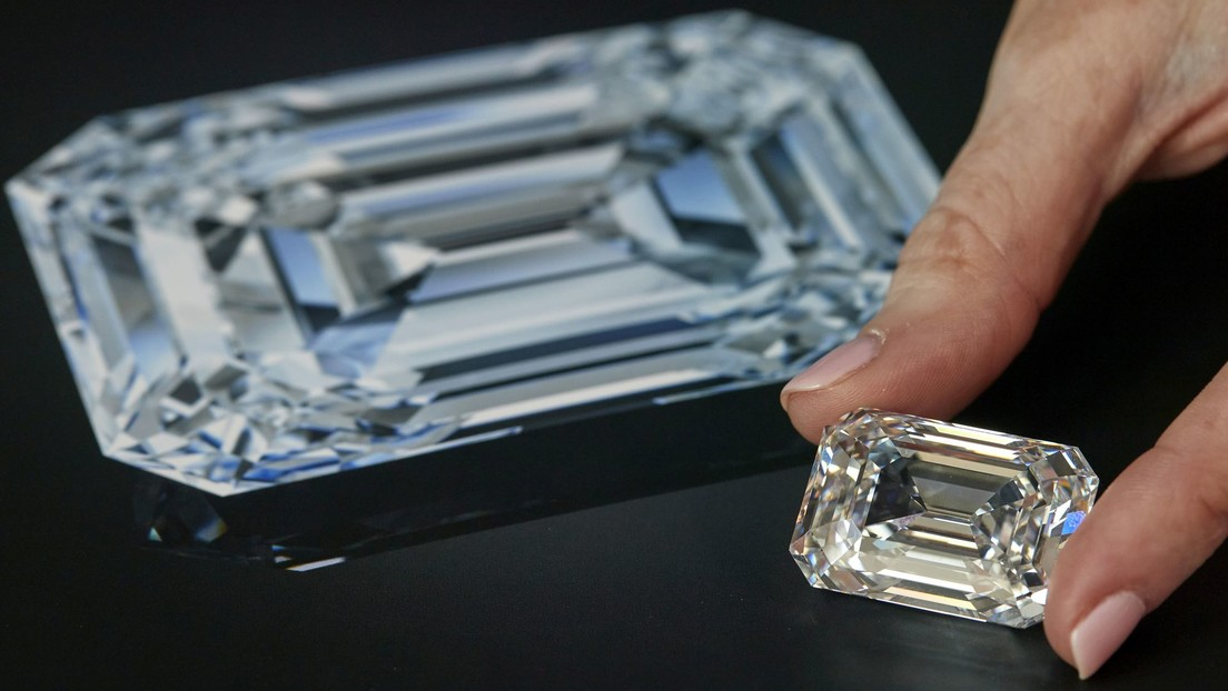 """""""Asombroso e impecable"""": subastan el diamante más grande jamás tallado en Rusia por más de 14 millones de dólares (FOTO)"""