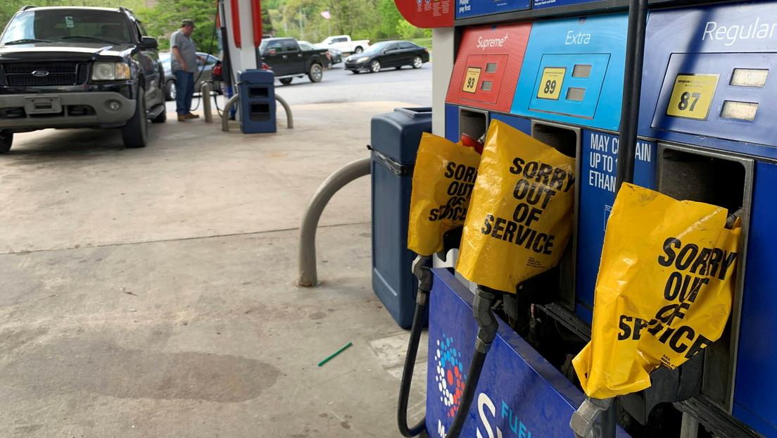 Autoridades de EE.UU. urgen a no llenar bolsas de plástico con gasolina en medio del desabastecimiento causado por el ciberataque al oleoducto