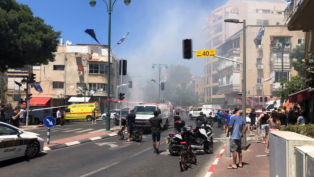 VIDEO: Bañistas huyen de una playa mientras suenan las alarmas de ataque aéreo en Tel Aviv