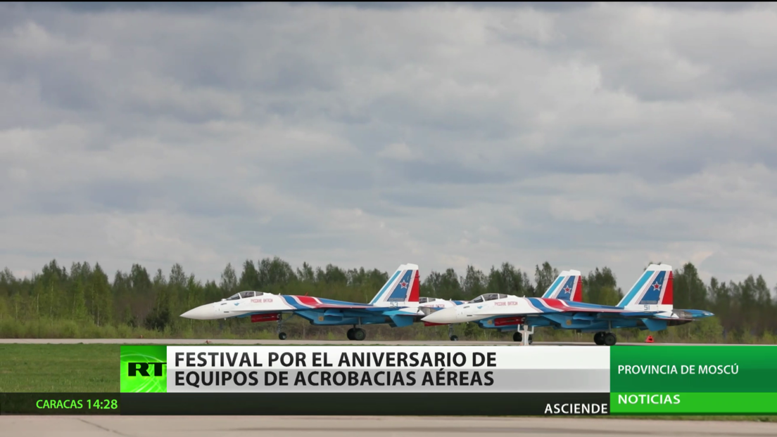 Festival en Moscú celebra el aniversario de equipos de vuelo acrobático