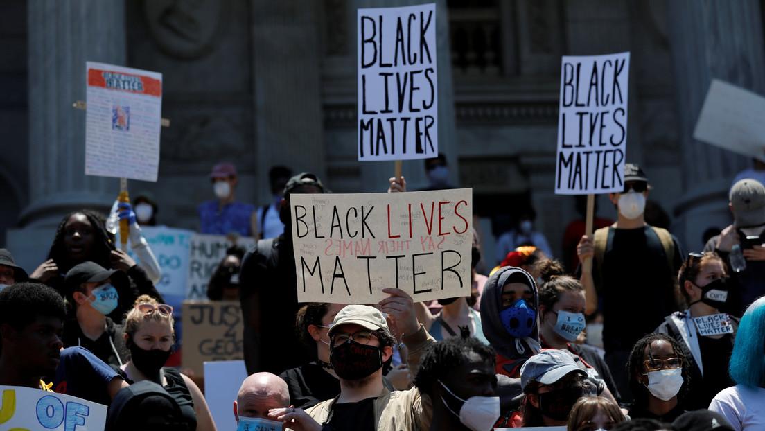 Un afroamericano con una enfermedad mental murió tras ser reducido con pistolas paralizantes por policías de EE.UU. (VIDEO)