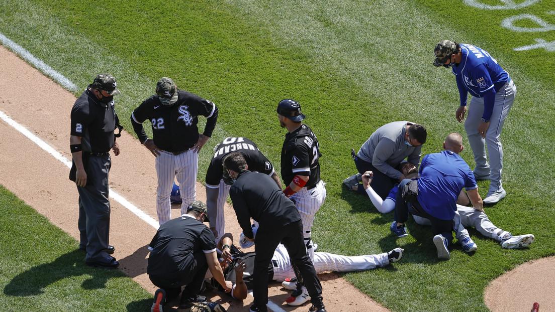 VIDEOS: Dos jugadores de béisbol chocan violentamente en carrera y quedan tendidos en el campo