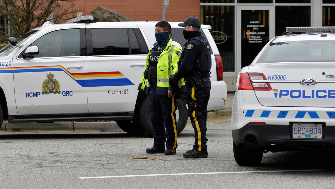 Policía canadiense se disculpa tras esposar por error a un afroamericano quien resultó ser un juez retirado de la Corte Suprema