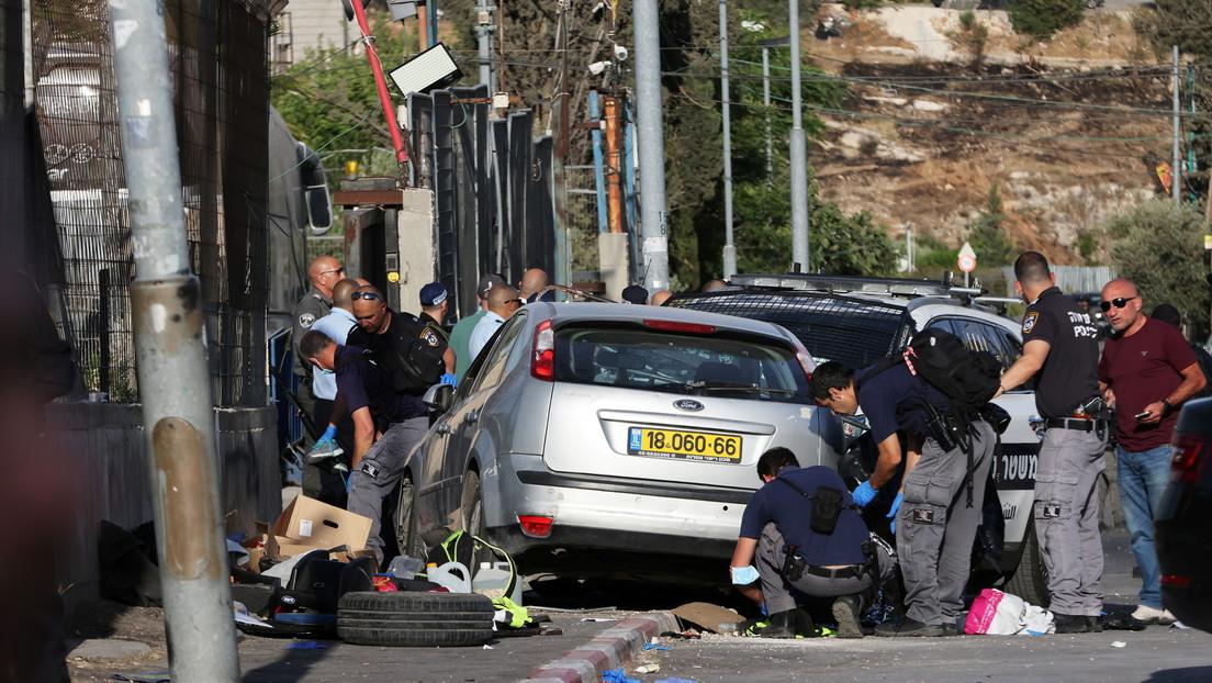 VIDEOS: Un coche embiste contra un puesto de control en un barrio de Jerusalén Este y deja siete policías israelíes heridos