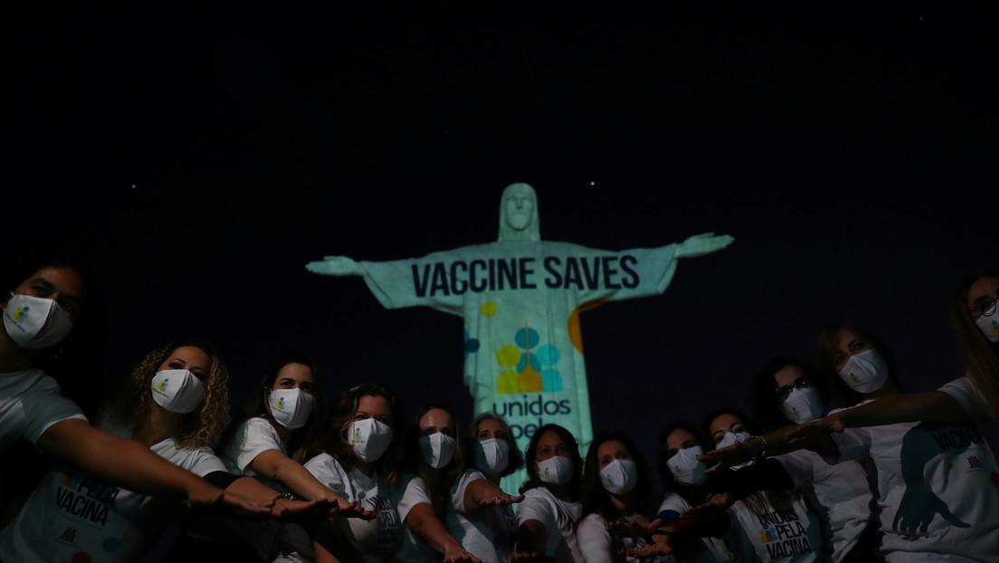 El Cristo Redentor de Río de Janeiro se ilumina para concientizar sobre la importancia de vacunarse contra el coronavirus