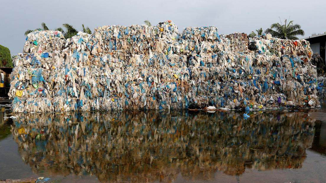 Una veintena de productoras de polímeros son responsables del 55 % de los residuos de plástico de un solo uso, sostiene un nuevo estudio