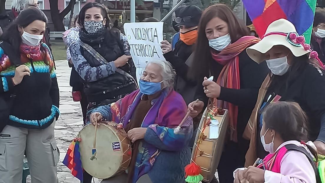 """""""¡Basta de terricidio!"""": El grito que alientan mujeres indígenas en una histórica caminata que atraviesa Argentina para denunciar violencias"""