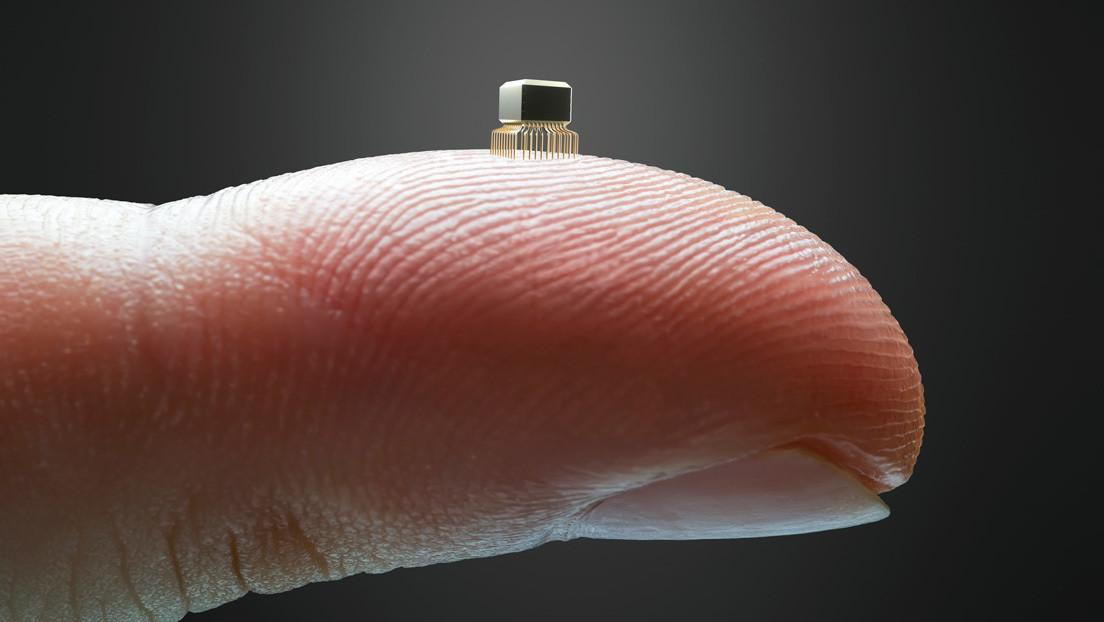 Ein Mikrochip, der mit einer Injektionsnadel in den Körper injiziert wird, ist nun da