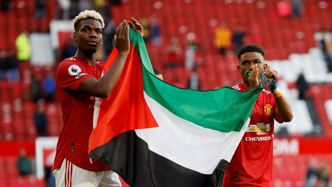 Paul Pogba y Amad Diallo expresan su apoyo a Palestina mostrando la bandera tras finalizar el último partido de la temporada en Old Trafford