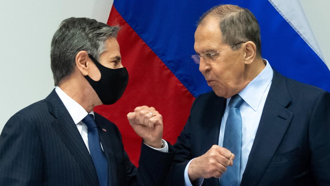 """Lavrov y Blinken abogan por """"una relación estable"""" entre EE.UU. y Rusia en su primera reunión, pese a los """"serios desacuerdos"""" entre ambos países"""