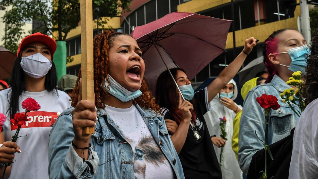 Jóvenes, mujeres y barras de fútbol: lo que se ve (y no se cuenta) de las protestas en Colombia