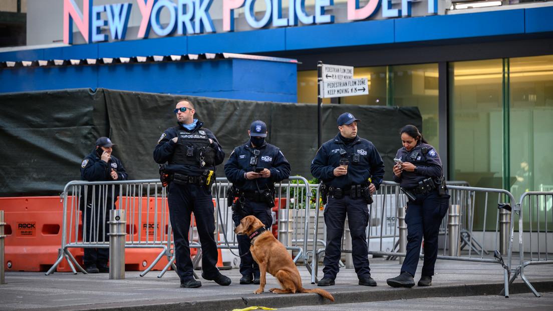 """VIDEO: Lanzan una """"minibomba de fuego"""" contra una manifestación proisraelí en Nueva York"""