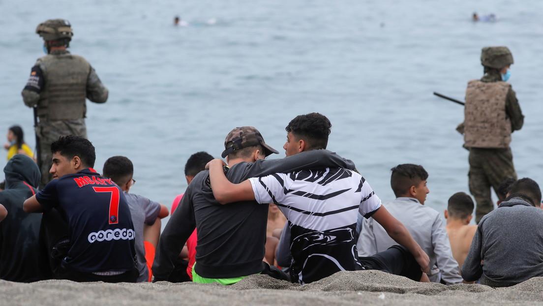 Marruecos habría engañado a los menores migrantes para que cruzaran la frontera con España diciendo que verían a Messi y Cristiano Ronaldo