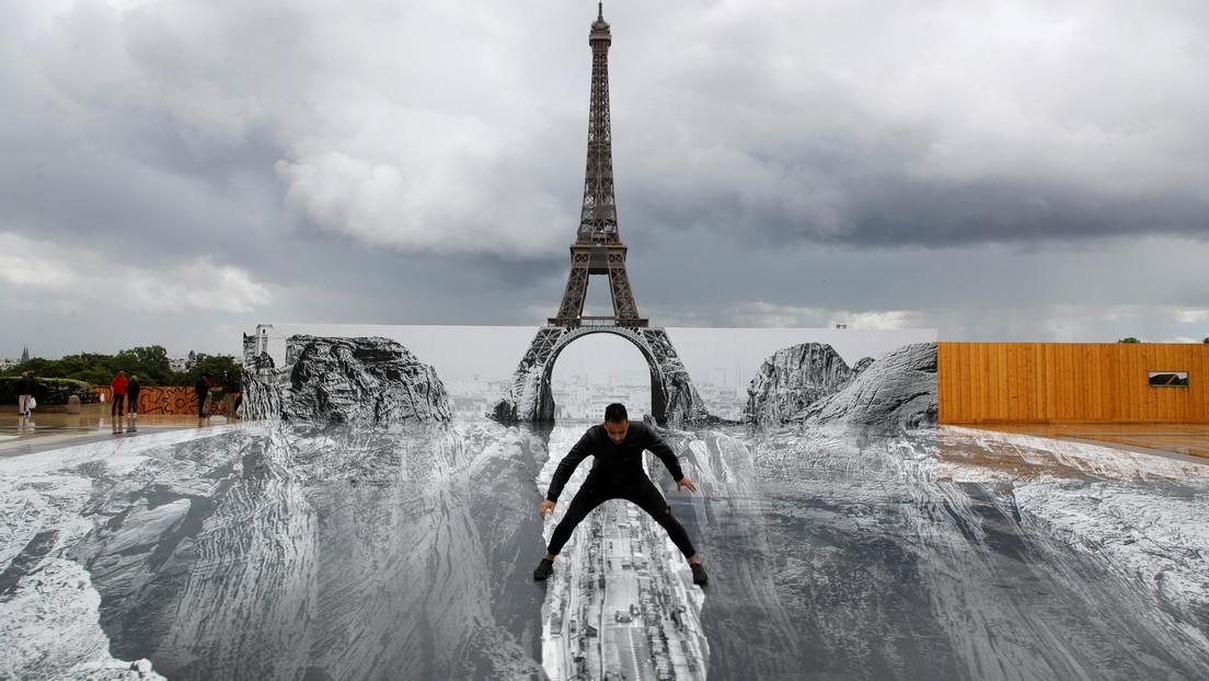 FOTOS: Una ilusión óptica hace 'flotar' la torre Eiffel sobre un enorme barranco