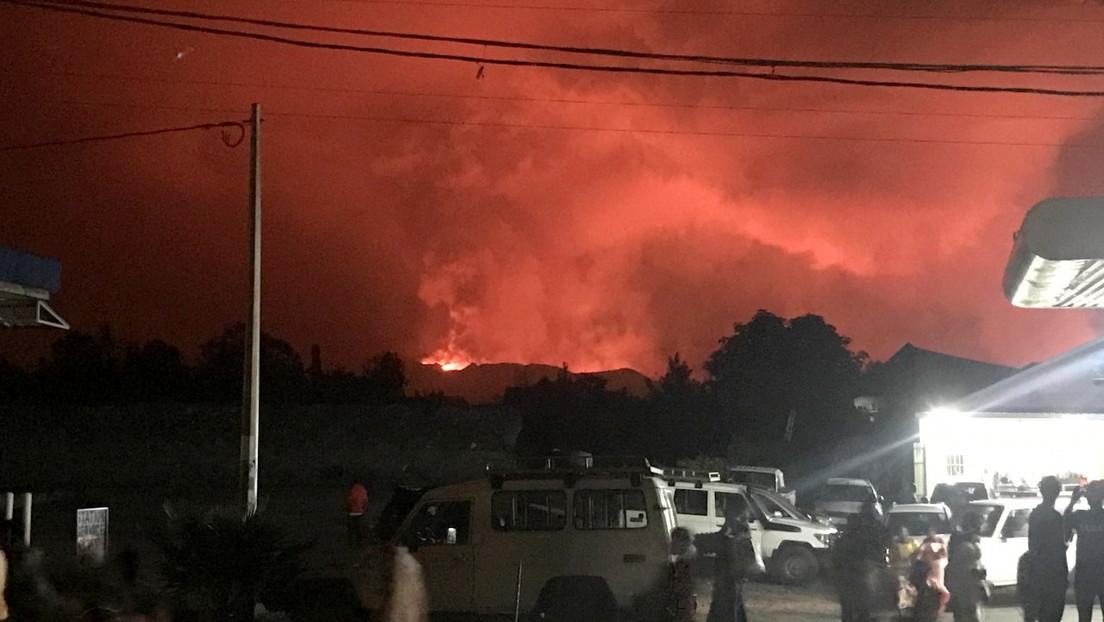 Activan el plan de evacuación para la ciudad congoleña de Goma luego que uno de los volcanes más activos de África entrara en erupción