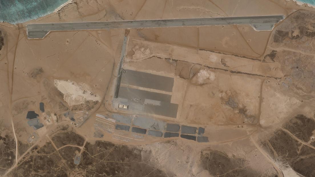 Reportan la construcción de una base aérea en una isla yemení (y nadie sabe qué país está detrás)