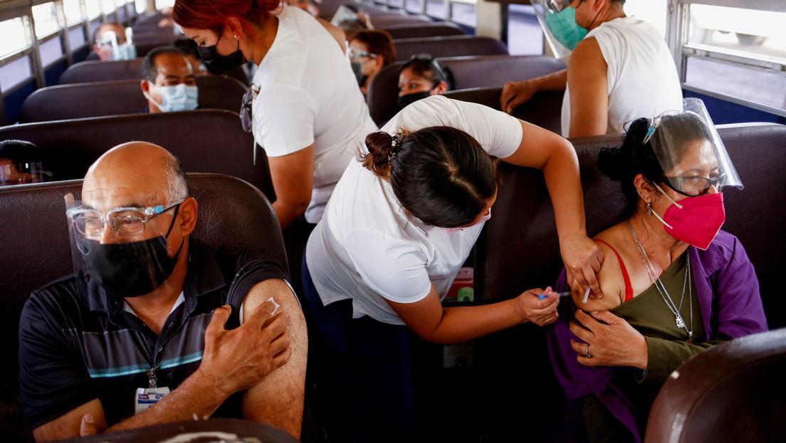 En qué consiste la 'vacuna' contra la desigualdad que recomiendan 'inyectar' a México en la pandemia