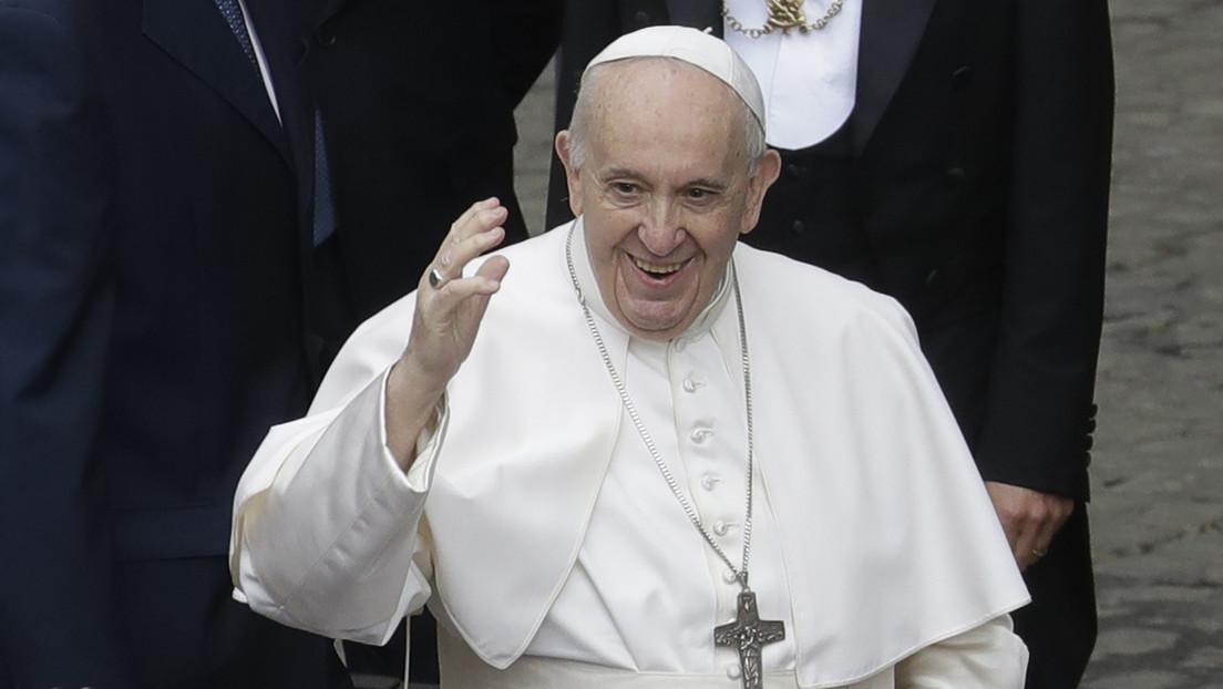 """""""Mucha cachaza y poca oración"""": El papa Francisco bromea sobre los brasileños (VIDEO)"""