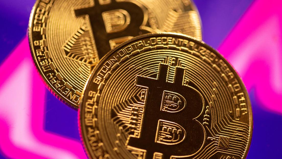 El bitcóin cae a su nivel más bajo de esta semana (y ya ha perdido casi el 40 % de su valor este mes)