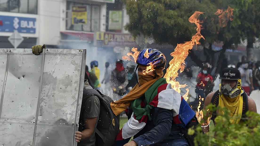¿Una denuncia por paramilitarismo? Ataques de civiles armados contra manifestantes en Colombia avivan las críticas al ministro de Defensa