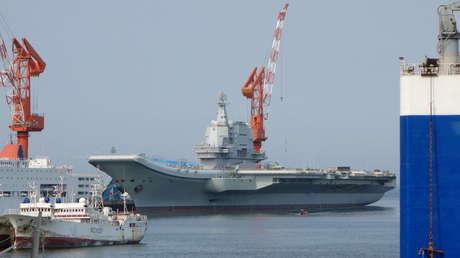 FOTO: El portaaviones chino Shandong participa en un entrenamiento en el mar de la China Meridional