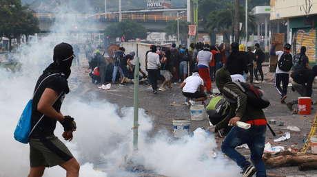 VIDEOS: Agentes armados, disparos y víctimas ensangrentadas en el sexto día de enfrentamientos por el paro nacional en Colombia