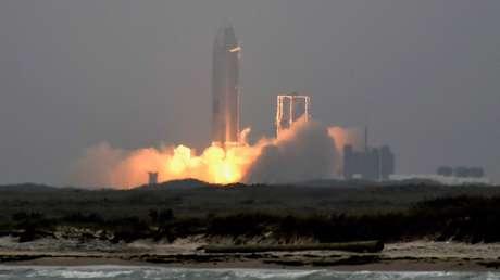 SpaceX logra aterrizar con éxito el prototipo de su cohete Starship tras cuatro fracasos consecutivos (VIDEO)