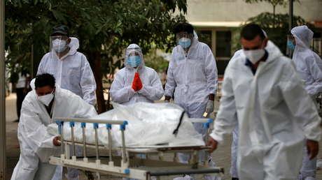 """""""Ya he vivido mi vida"""": Anciano de 85 años renuncia a su cama del hospital para que un hombre más joven sobreviva, y muere por coronavirus en su casa"""