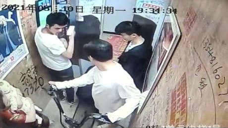 Video: bicicleta eléctrica se incendia en elevador, provoca quemaduras graves en bebé y 4 adultos_01