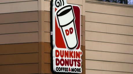 Empleado de Dunkin' Donuts mata de un puñetazo a un cliente de 77 años por un insulto racista