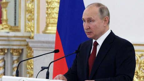 """Putin condena los intentos de tergiversar la historia bélica: """"La única razón es la contención de Rusia"""""""
