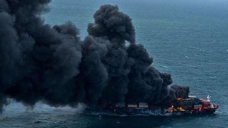 """Sri Lanka se enfrenta al """"peor desastre"""" ecológico marino de su historia tras el incendio de un buque de carga"""