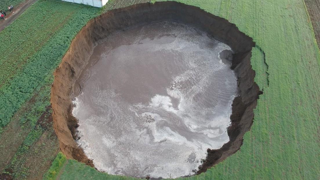 VIDEO: Momento en que se abre en México un socavón gigante que ya alcanza más de 60 metros de diámetro