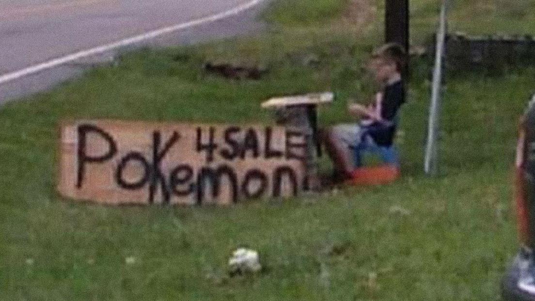 Un niño vende su colección de cartas de Pokémon para salvar a su perro y la compañía le hace un regalo inolvidable