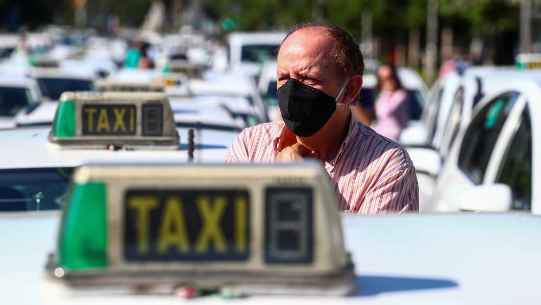 Madrid prohíbe a los taxistas usar camisas de flores y el nuevo código de vestimenta arrasa en las redes